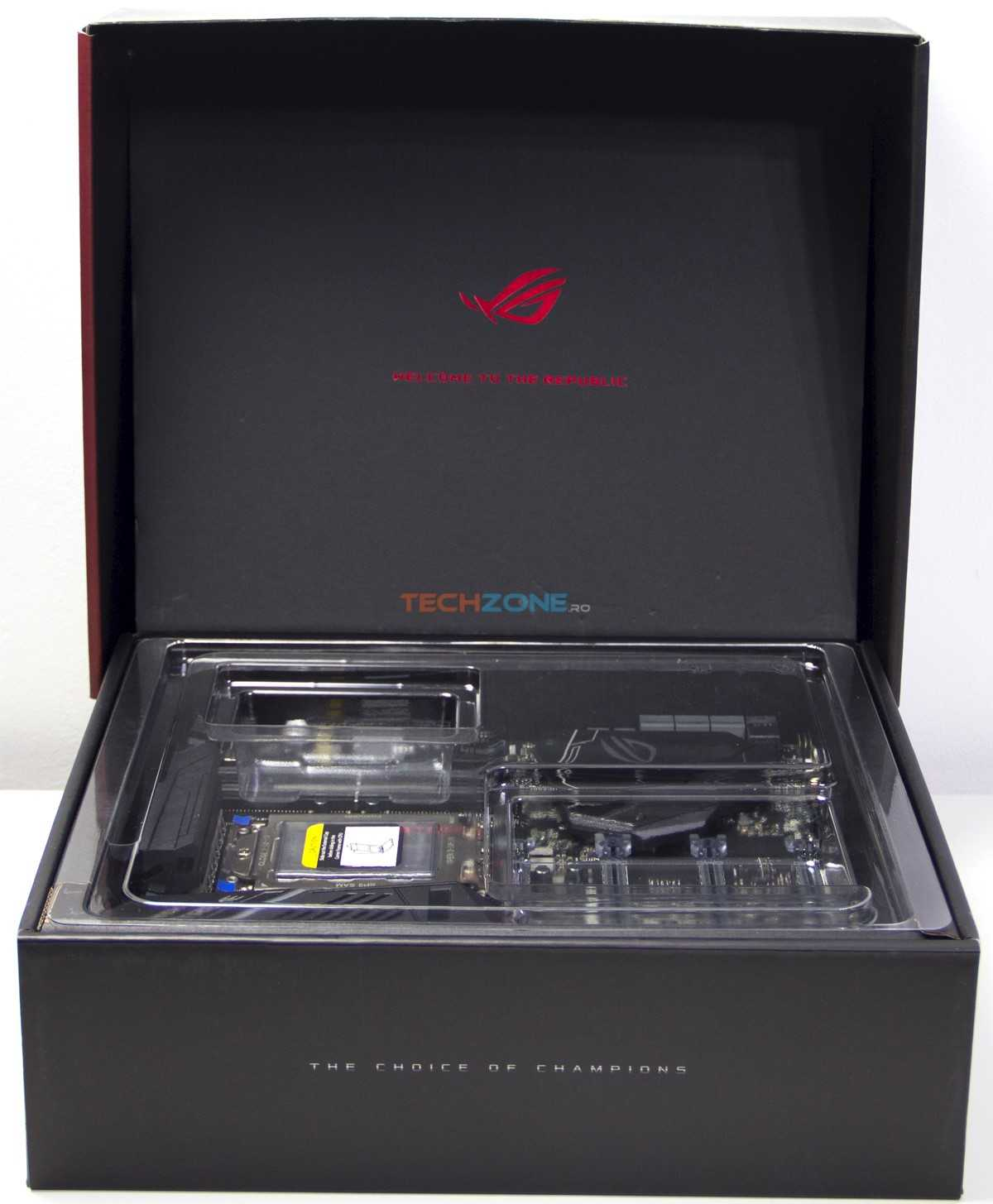 Asus Zenith Extreme inside