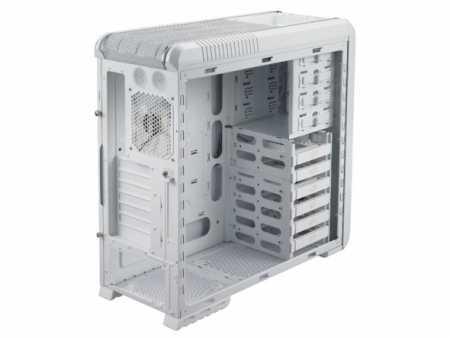 Cooler-Master-CM-690-II-Advanced-white-interior