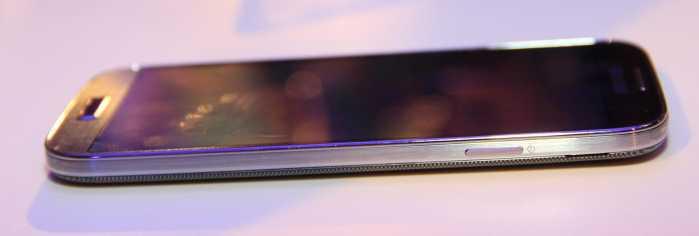 Samsung-Galaxy-S4-dreapta