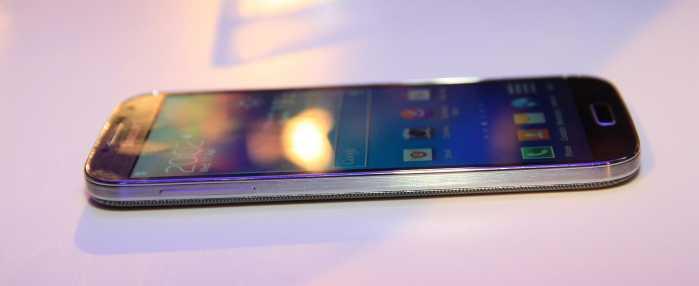 Samsung-Galaxy-S4-stanga